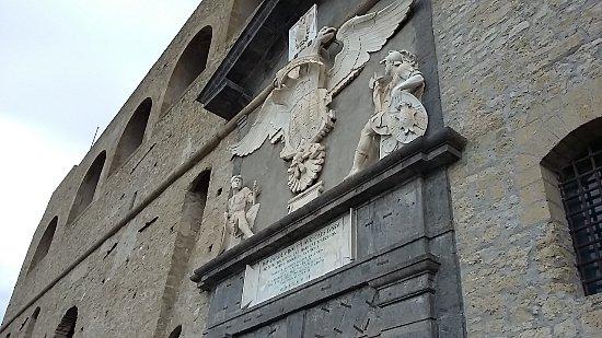 Puerta principal de entrada picture of castel sant 39 elmo - Puertas entrada principal ...
