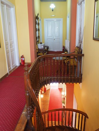 Wonderful old mansion house in a great location.
