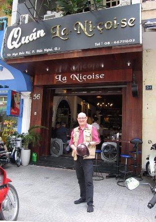 La Nicoise: devant le restaurant