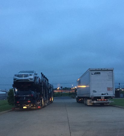 Madisonville, KY: Trucks flanking the entrance. Glad I had a small car.