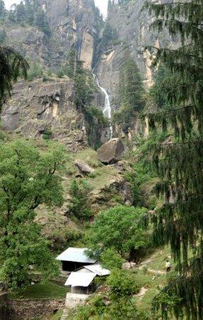 Jogini waterfall: a1295c4bc8427ab4ec369497408fc663_large.jpg