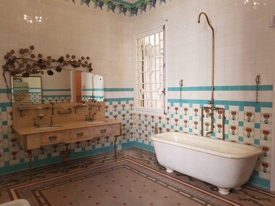 Casa Museu Can Font : Baño principal