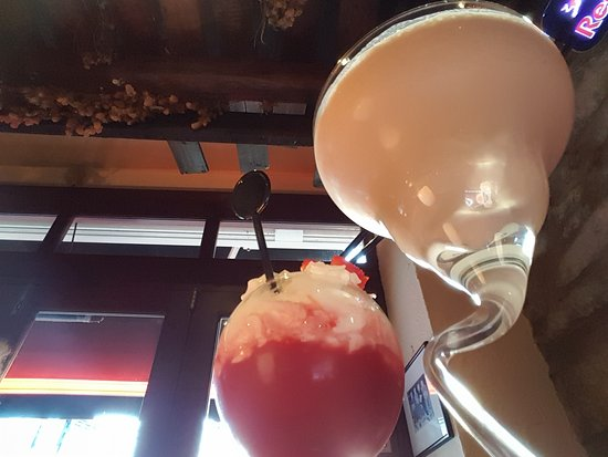 Bodega Tapas Bar: Eton mess & Brandy Alexander
