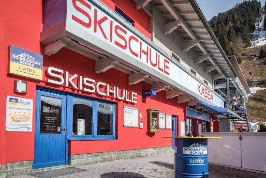 Dorfgastein, Austria: Skischulbüro an der Talstation der Gondelbahn