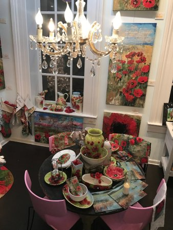 Tiffani Taylor Gallery: Pottery, Mixed Media Paintings, and an affordable Lifestyle Collection.
