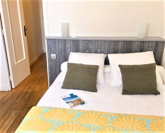 Hôtel le Clocher : Chambre familiale  - la 1ère chambre avec lit double
