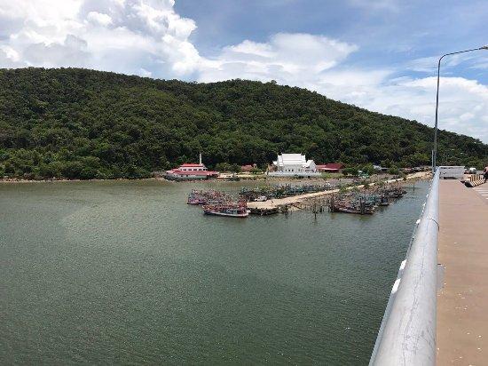 Tha Mai, Thaïlande: Taksin Maharat Bridge (Laem Singha Bridge)