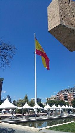 Barrio de Salamanca : Worlds largest Spanish flag!