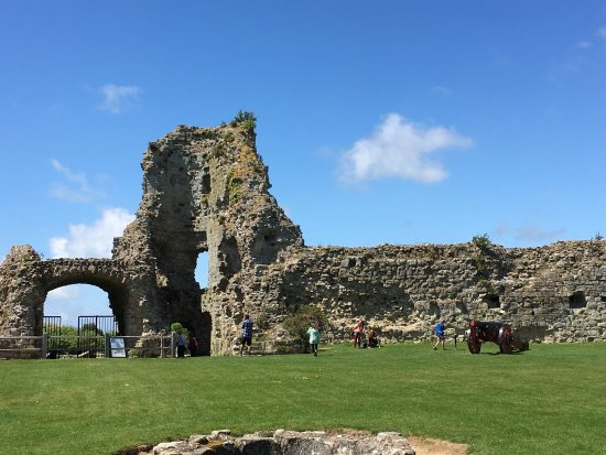 Pevensey, UK: Castle interior - Free to English Heritage Members