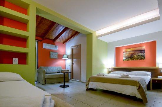 Iraklion Hotel: Triple room