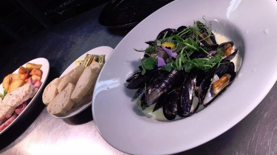 Gazelle Hotel: Menai Mussles, Garlic, White Wine, Cream, Parsley