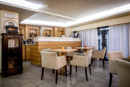 Iraklion Hotel: BAR