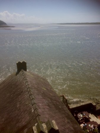 Laugharne, UK: Picked the right day to go today as sun out and lots going on , we had a great cream tea at the