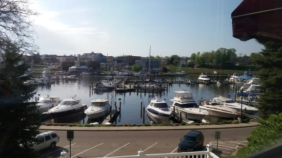 Carriage House at the Harbor: Delicious breakfast with a beautiful view!
