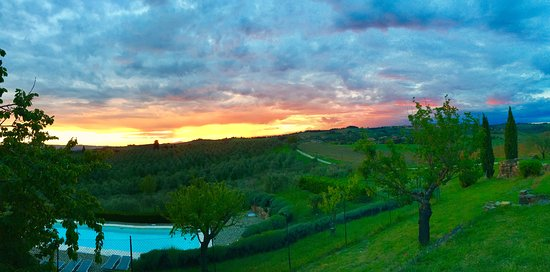 Torre di Ponzano - Chianti area - Tuscany -: Vista del giardino-piscina