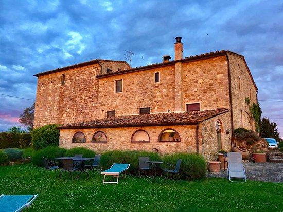 Torre di Ponzano - Chianti area - Tuscany -: Il Casale visto dal giardino