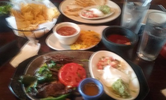 Laurel, MD: Dish at top was NOT mine! Good ingredients for fajita, incl. grilled chili, crappy pic, I know.