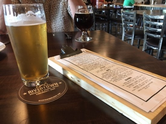 Monroe, Огайо: Rivertown blueberry lager and drink menu
