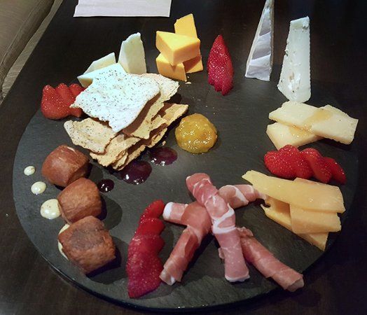1618 West Seafood Grill: cheese and meat tray