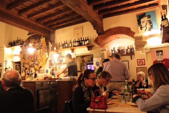 Vini e Vecchi Sapori: Comedor