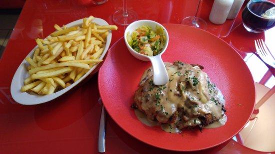 Molsheim, Francja: Cordon bleu à la crème et au munster, délicieux et bien consistant.