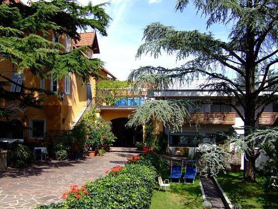 Tramin, Italia: Haupthaus mit Dependance