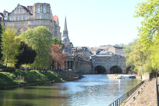 Somerset, UK: River Avon start of loop with Great Pulteney Bridge in background