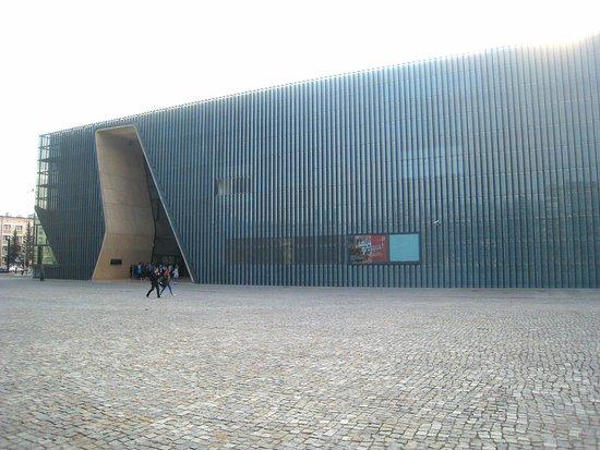 Jewish Ghetto Memorial : Incomparable POLIN museum