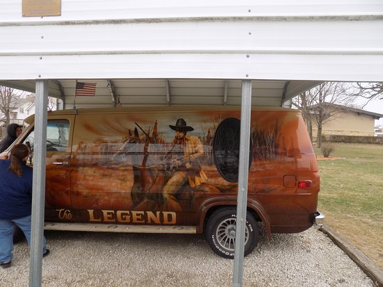 Winterset, IA: Beautifully painted van donated to the museum