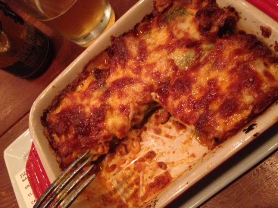 Domenica: Delicious lasagna... perfect ratio meat>noodle>sauce>cheese>MAGIC