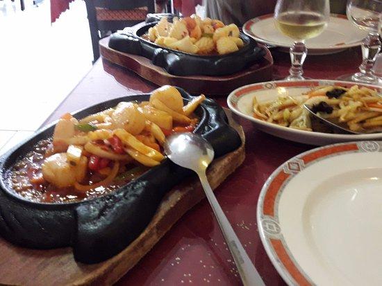 Ribérac, Francia: St Jacques sauce thai et calamar sauce piquante.