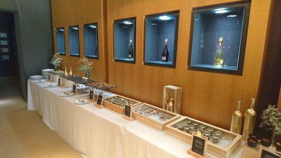 Pere Ventura: Buffet im Restaurant