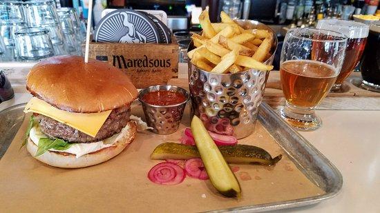 Terrassen: Prime rib burger with fries