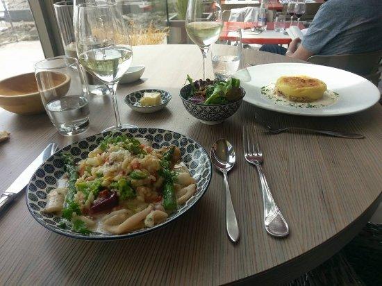 Restaurant De La Vallee : Encornets et son risotto au chorizo accompagnés de petits légumes et son jus une tuerie