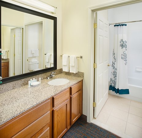 Residence Inn Dallas Park Central: Bathroom