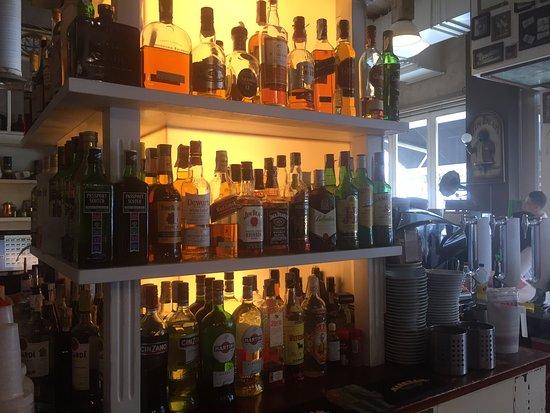 Naron, Spania: Nuestros Whiskys y algunos vermouths