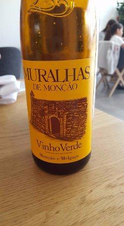 Ilford, UK: Nice green wine ... vinho verde ...