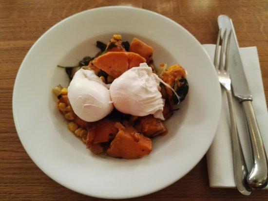 Albion Shoreditch: Zoete aardappel met gepocheerd ei