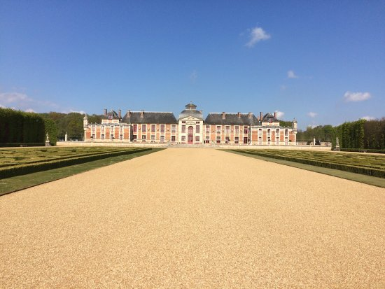 Le Neubourg, ฝรั่งเศส: Visit around the gardens at the end of April in glorious weather.