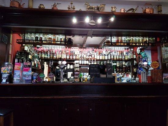 Glenmoriston, UK: The well stocked bar