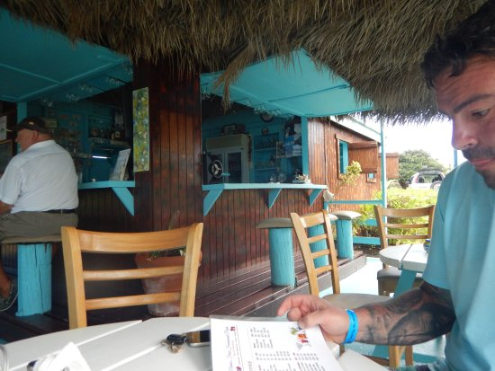 Long Bay, Antigua: bar and some tables