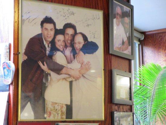 Tom's Restaurant : Seinfeld.