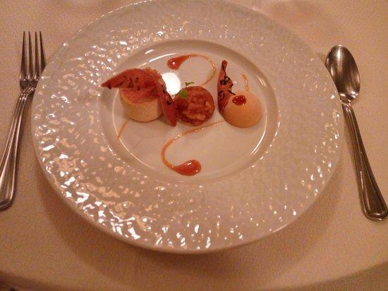 Montagne, France : Crème au jasmin, croustillant feuillantine et Tatin aux pommes caramélisées