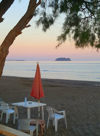 Kalamaki Beach: 20170508_183236_large.jpg