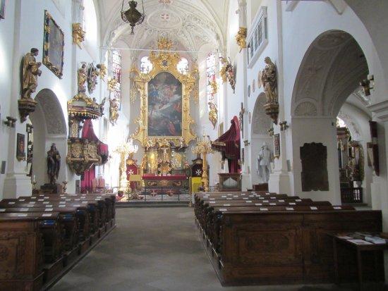 Church of Our Lady beneath the Chain: Small church center aisle