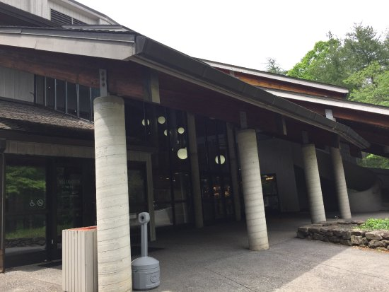 Southern Highland Craft Guild Folk Art Center : Exterior SHCG Art Center
