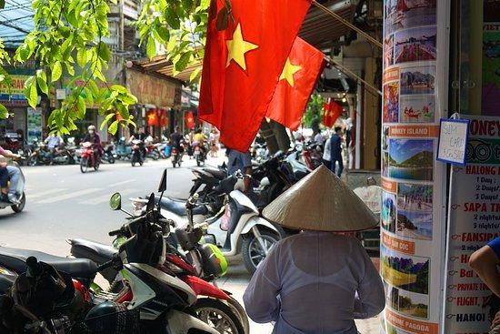 Hang Gai Street (Street of Hemp) : Hang Gai Street