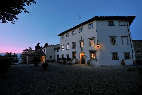 Vicchio, Italia: Villa Campestri at sunset