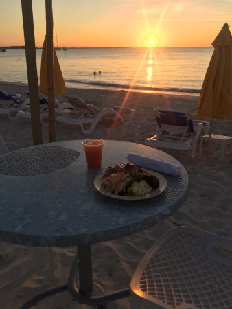 Alexandra Resort: Beach BBQ Party - Front row seat for the sunset on 5/13/17!