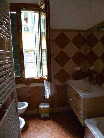 Bed & Breakfast Exclusive: Common bathroom 1